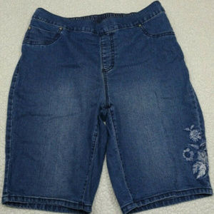 CATHERINES Denim Shorts Floral Embroidery Size 0X